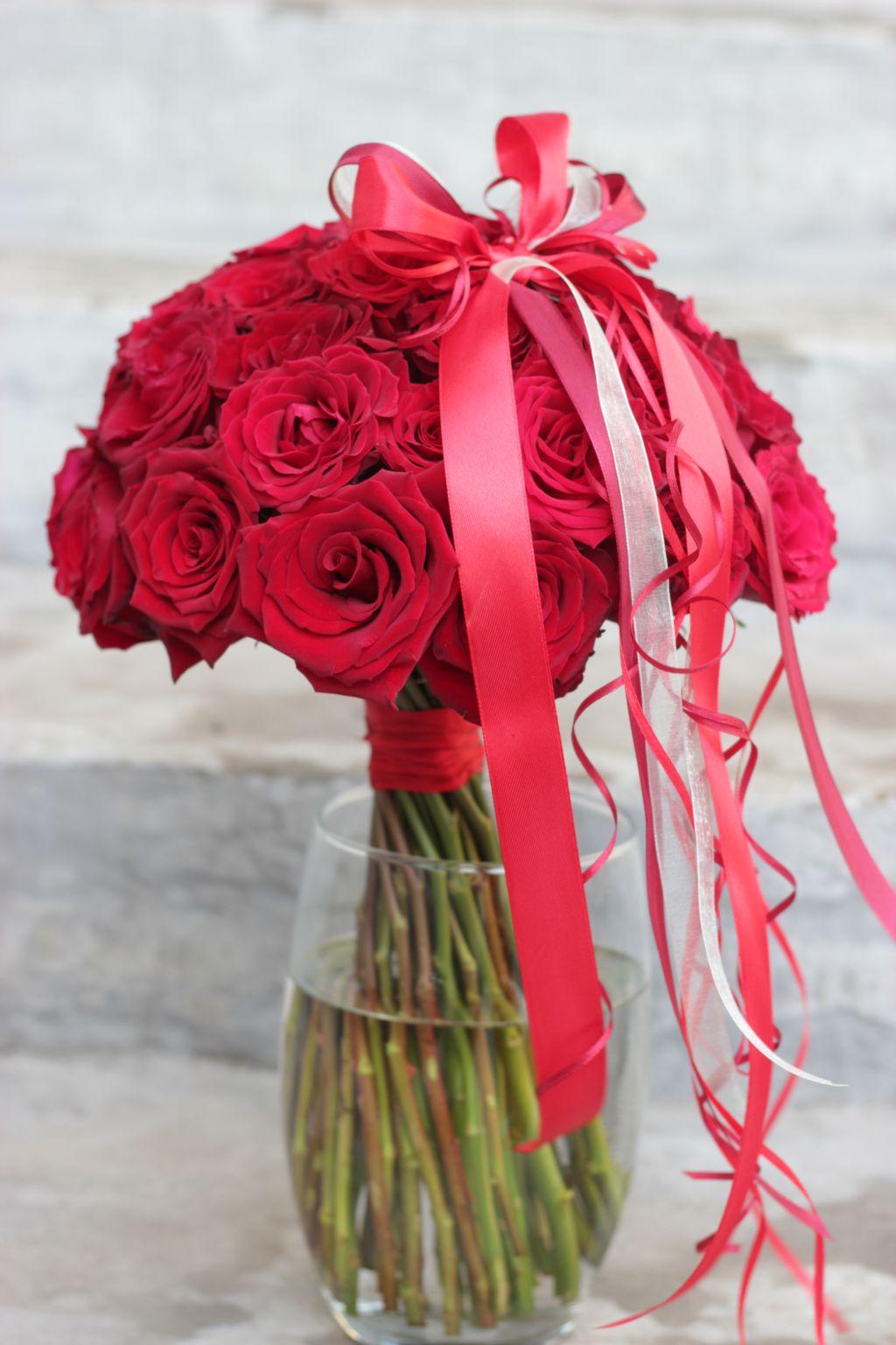 Luksuslik roosikimp punaste roosidega