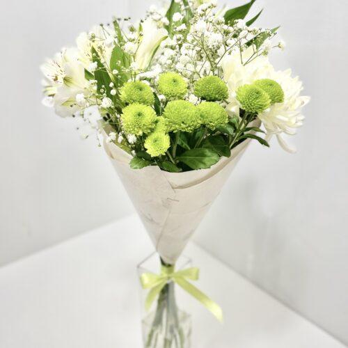 Hooajaline valge rohelisega lillekimp -Kolm Lille lillepood